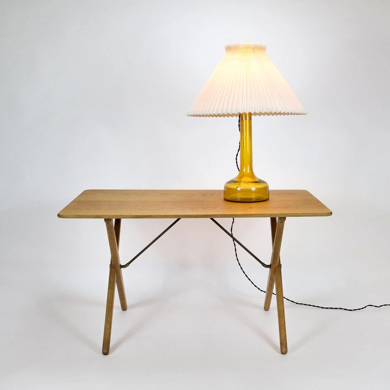 Model AT308 Oak Side Table by Hans Wegner for Andreas Tuck, Denmark, 1950s In Good Condition For Sale In Berkhamsted, GB