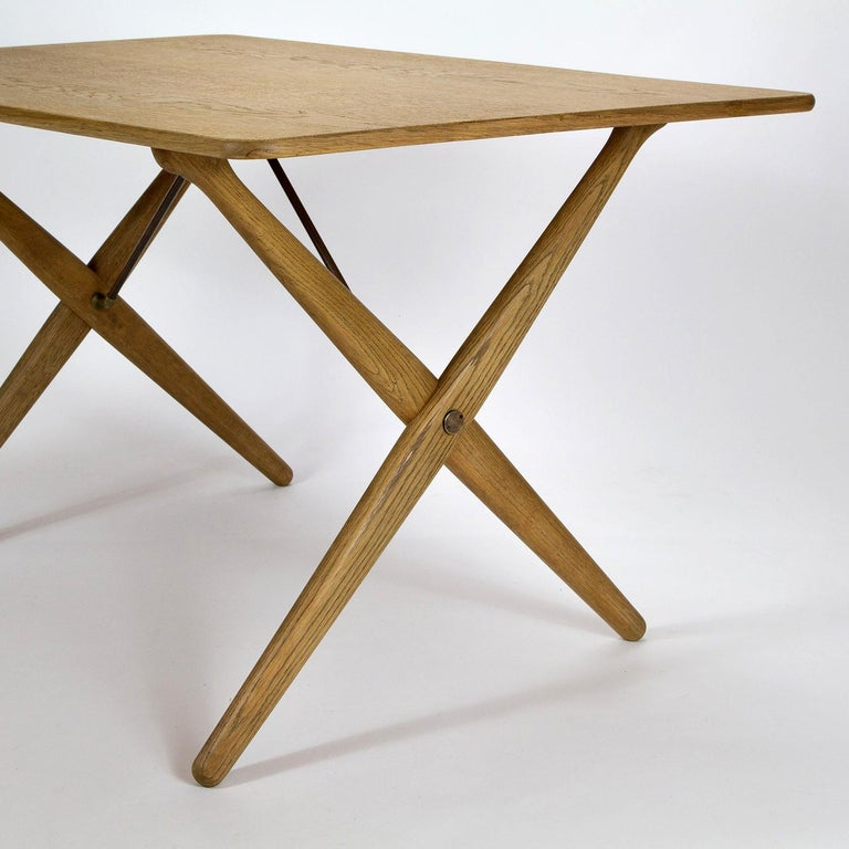Model AT308 Oak Side Table by Hans Wegner for Andreas Tuck, Denmark, 1950s For Sale 2