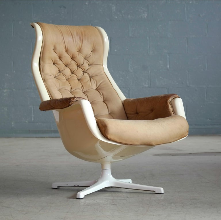 Model Galaxy Space Age Swivel Lounge Chair in Leather by Alf Svensson for DUX In Good Condition For Sale In Bridgeport, CT