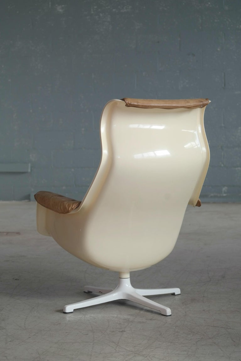 Model Galaxy Space Age Swivel Lounge Chair in Leather by Alf Svensson for DUX For Sale 1
