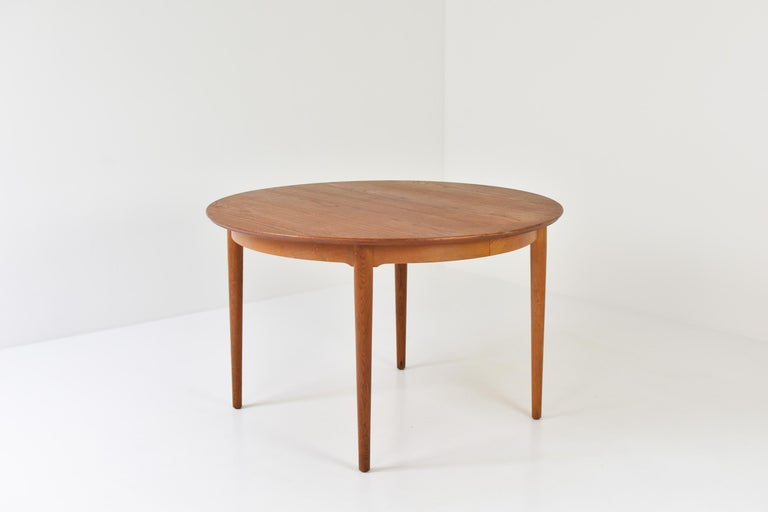 Elegant dining table designed by Arne Vodder for Sibast Mobler, Denmark, 1955. This is model no. 204 and features a solid oak base and teak veneered top.