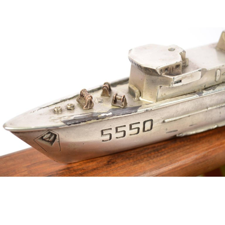 Model of an Italian Navy 5500 Ship, Brass and Wood, 1970s For Sale 3