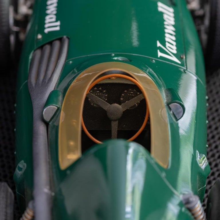Model of the Formula One Vanwall Racing Car In Good Condition For Sale In London, GB