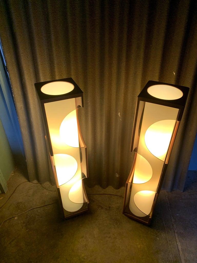 Modeline Monumental Mid-Century Modern Lucite Lamps For Sale 8