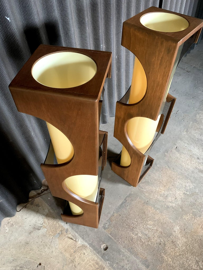 American Modeline Monumental Mid-Century Modern Lucite Lamps For Sale