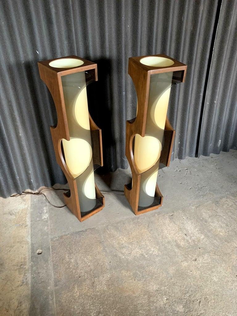 Modeline Monumental Mid-Century Modern Lucite Lamps For Sale 2