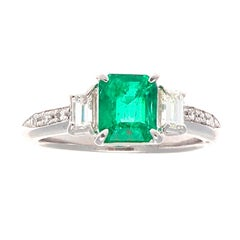 Modern 0.91 Carat Emerald Diamond Platinum Engagement Ring