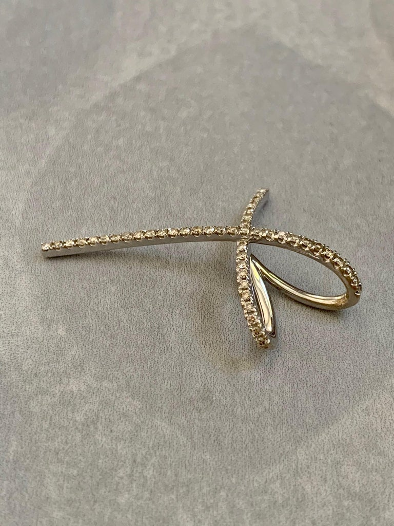 Modern 14 Karat White Gold Diamond Continues Heart Pendant In Good Condition For Sale In St. Louis Park, MN