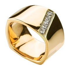 Modern 14 Karat Yellow Gold 0.20 Karat White Diamonds Castello Svevo Band Ring