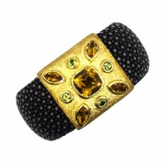 Modern 18 Karat Yellow Gold Citrine Peridot Stingray Leather Cuff Bracelet