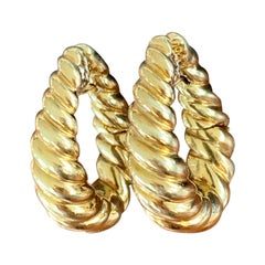 Modern 18 Karat Yellow Gold Scallop Hoop Shrimp-Style Hoop Pierced Earrings