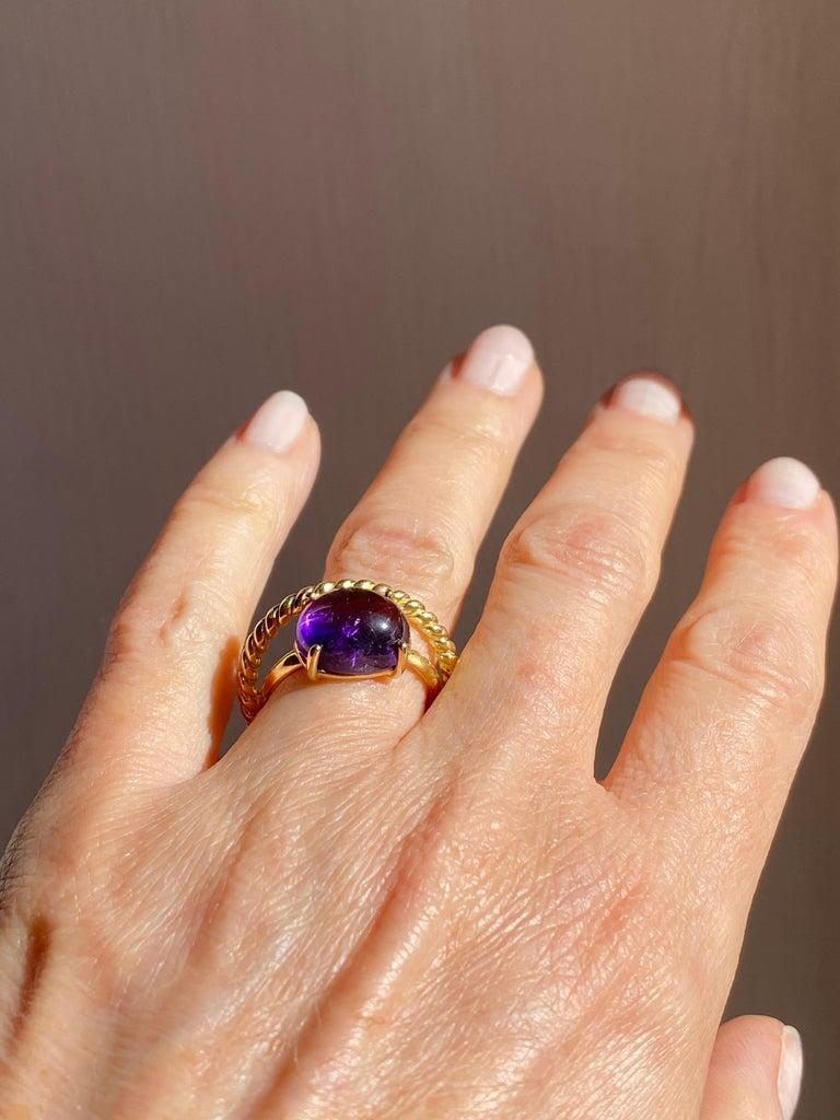 Modern 18 Karat Yellow Gold Twist Love Amethyst Handcrafted Design Ring For Sale 2