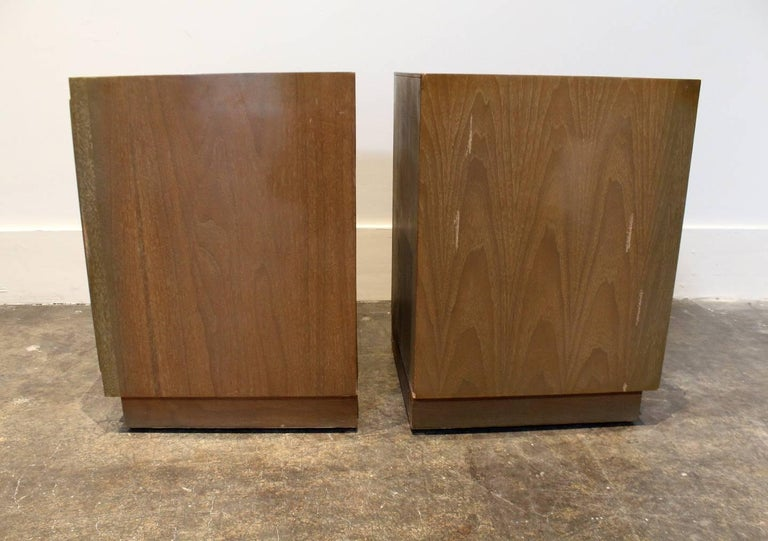 Modern 1950s Nightstands in the Manner of Paul Frankl with Brass Knuckle Pulls In Fair Condition For Sale In Dallas, TX