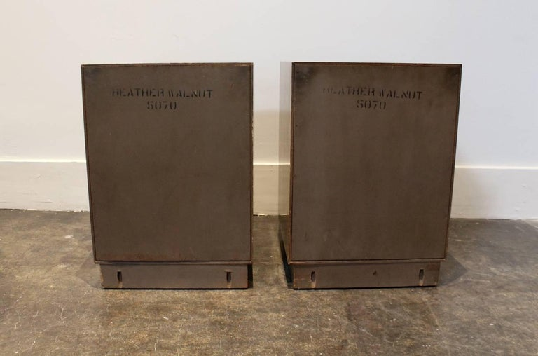 20th Century Modern 1950s Nightstands in the Manner of Paul Frankl with Brass Knuckle Pulls For Sale