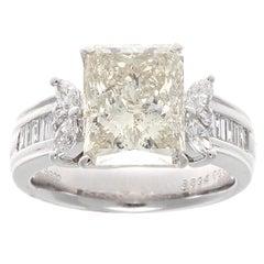 Moderner 3,89 Karat Radiant-Schliff Platin Diamant-Verlobungsring
