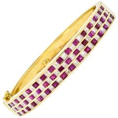 Modern 9.10 Carat Ruby Diamond 18 Karat Gold Bangle Bracelet