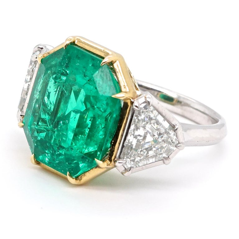 Are you someone who is confident, fashionable and graceful? This will satisfy your desire to make a spectacular statement. All the requirements are fulfilled in this stunning ring. A beautifully designed gold and platinum gallery makes it a bold