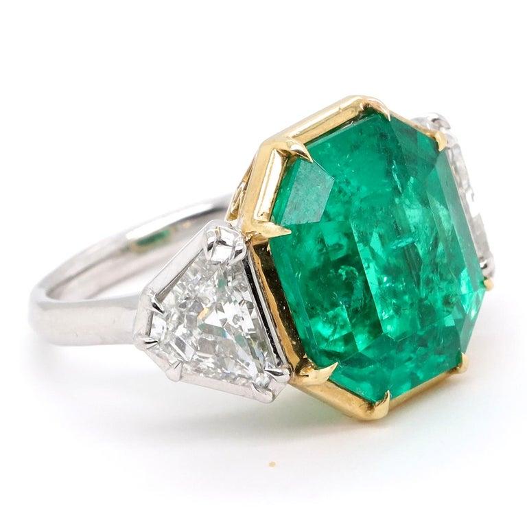 Emerald Cut Modern AGL 10.03 Carat Colombian Emerald Diamond 18 Karat Gold Platinum Ring For Sale
