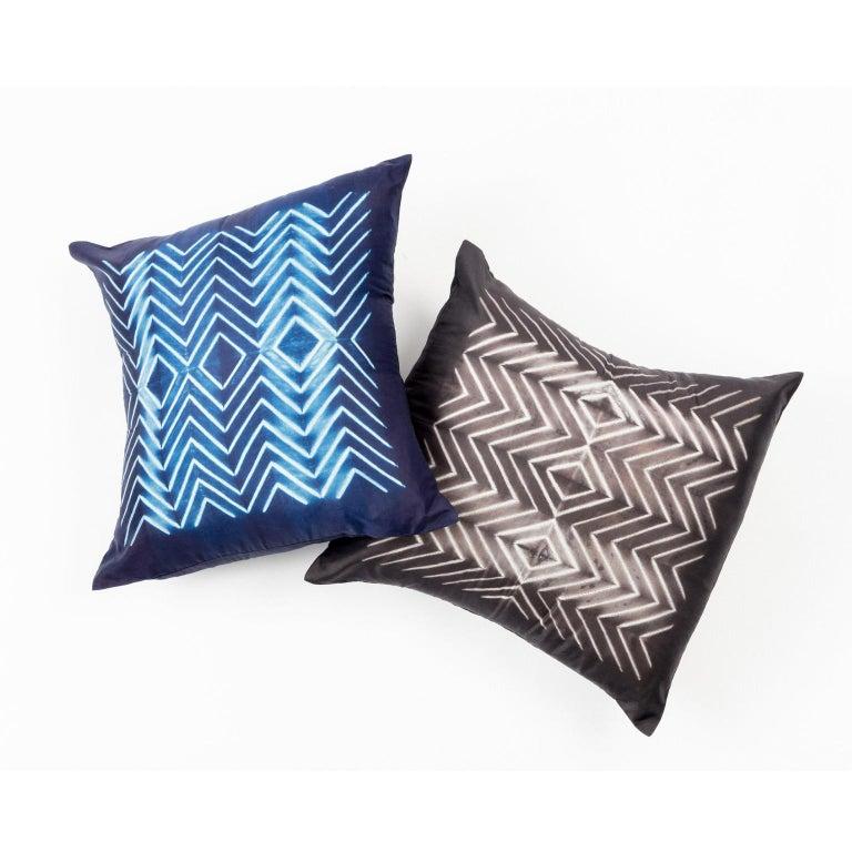 NAAMI Color Block Shibori Silk Pillow in Indigo In New Condition For Sale In Bloomfield Hills, MI