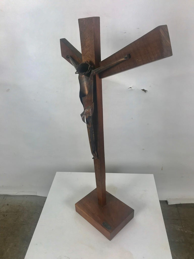 Modern Artist Made Signed Crusifix, Russian, Bent Copper and Wood after Heifetz In Good Condition For Sale In Buffalo, NY
