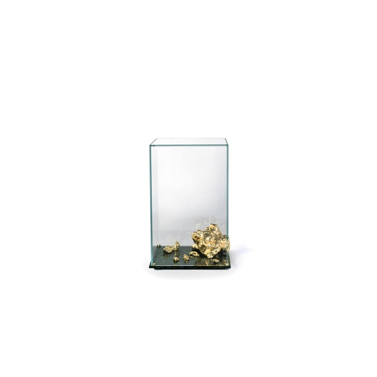European Modern Aurum Side Table in Tempered Glass, Gold Nuggets and Green Marble Base  For Sale