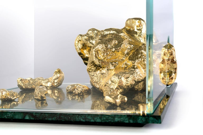 Modern Aurum Side Table in Tempered Glass, Gold Nuggets and Green Marble Base  In New Condition For Sale In Oporto, PT