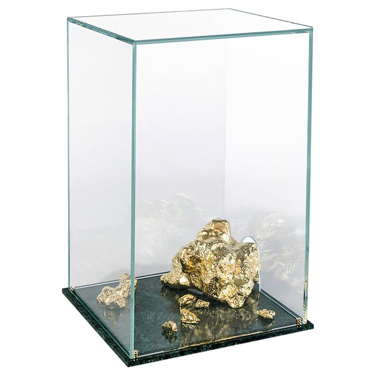 Modern Aurum Side Table in Tempered Glass, Gold Nuggets and Green Marble Base  For Sale