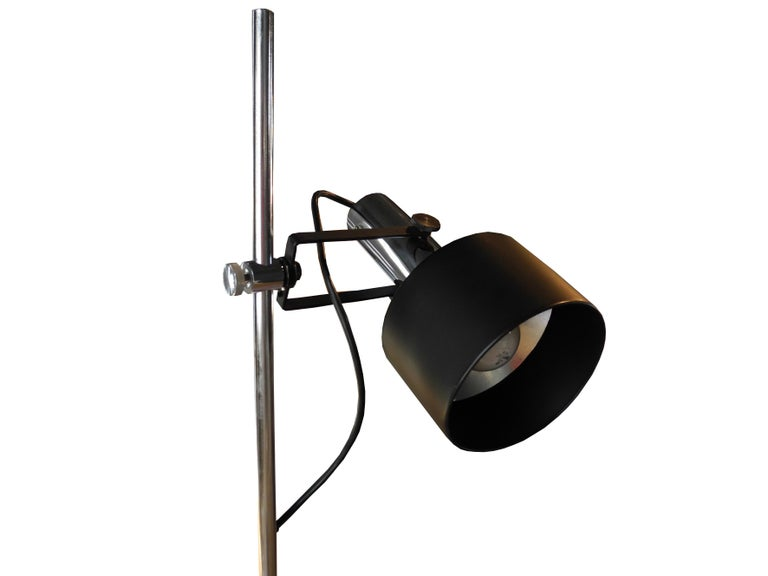 Modern Black and Chrome Floor Lamp by Lightoleir In Good Condition For Sale In Hudson, NY