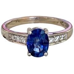 Modern Blue Sapphire and Diamond 18 Karat White Gold Ring
