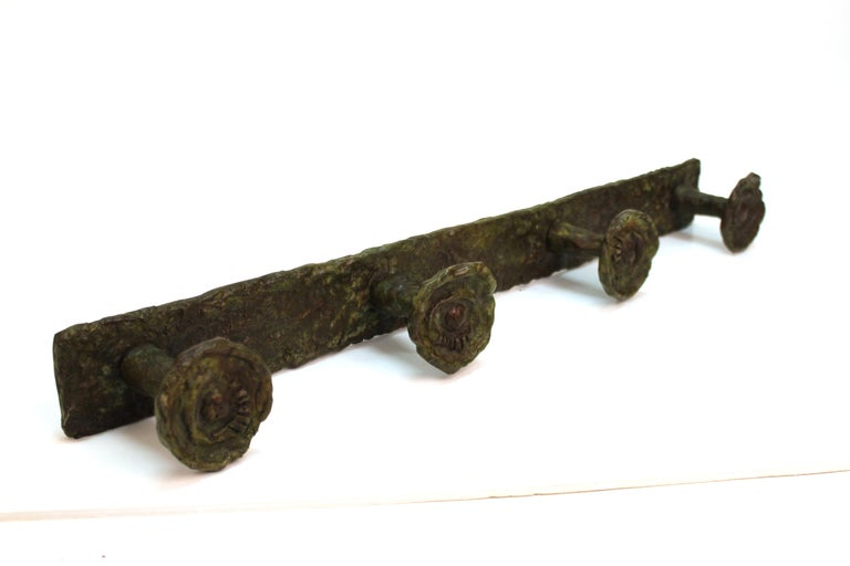 Modern wall coat hanger in bronze in the style of Diego Giacometti, with four hanging knobs with sculpted eyes. The piece was made in the 20th century and is in great vintage condition.