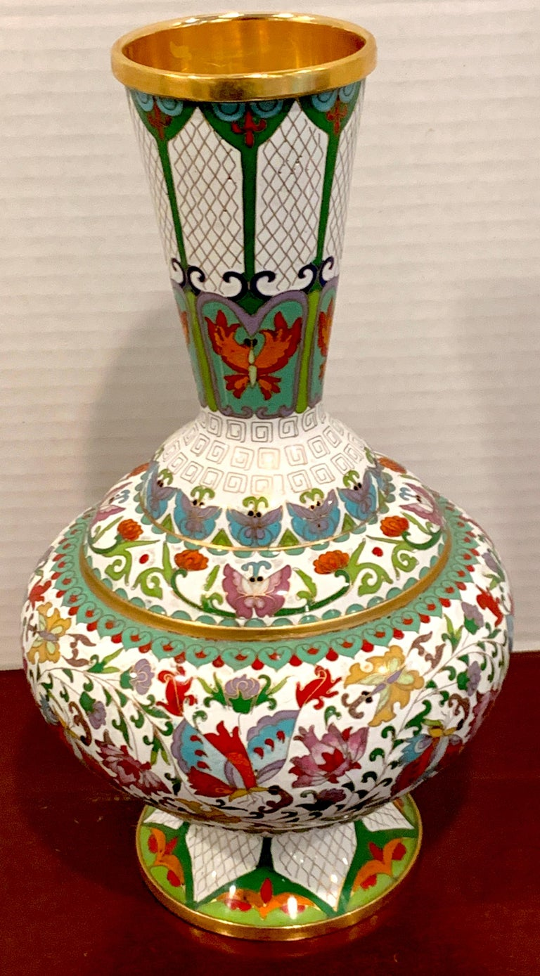 Modern Chinese cloisonné vase, white background and butterflies, enameled with numerous butterflies and floral reserves, standing 12.5