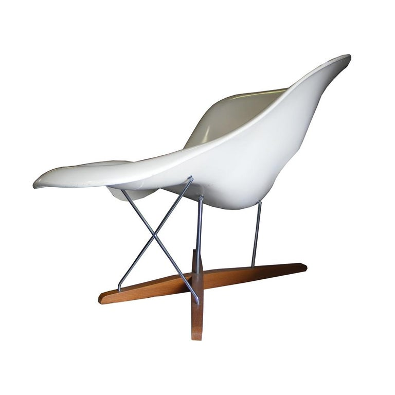 Mid-Century Modern Modern CL9026 Eames Style La Chaise For Sale