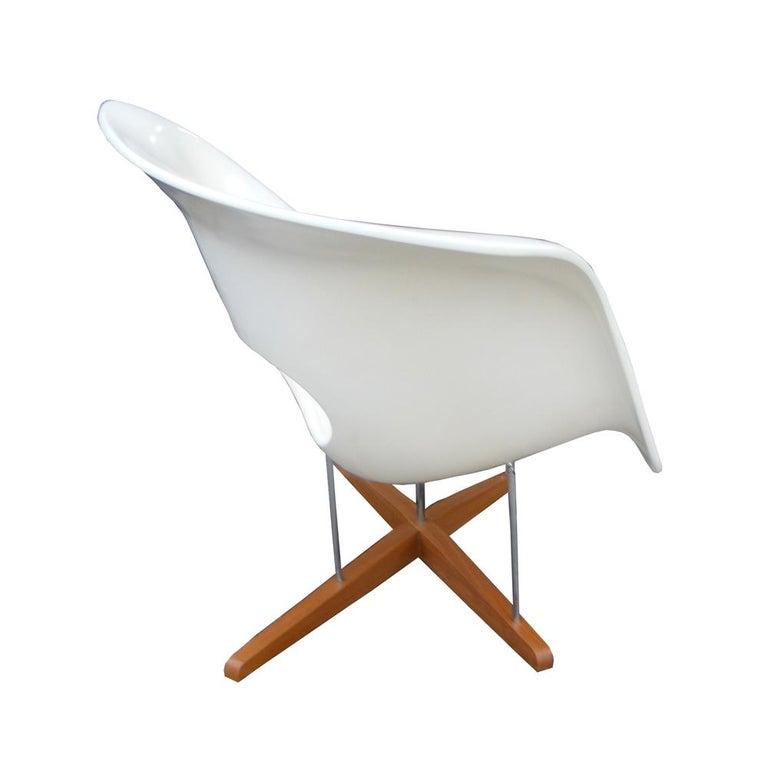 Brazilian Modern CL9026 Eames Style La Chaise For Sale