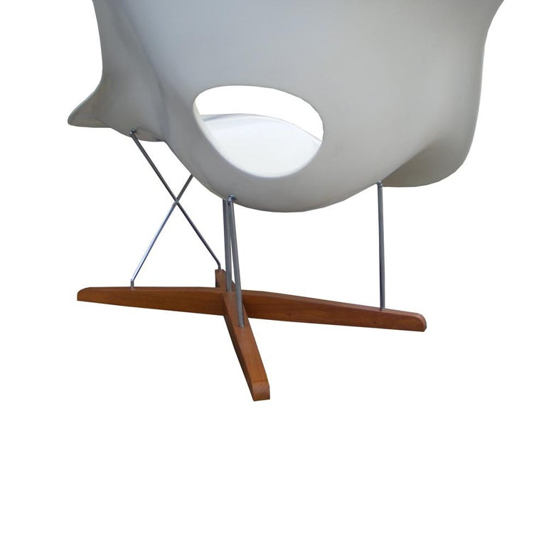 Modern CL9026 Eames Style La Chaise In Good Condition For Sale In Pasadena, TX