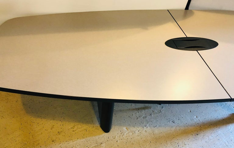 Modern Conference Table In Good Condition For Sale In Stamford, CT
