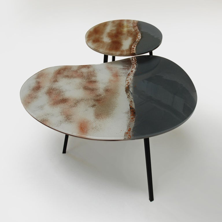 Contemporary and modern round coffee tables desert sand with Murano kind handmade glass colored using metal oxides in white, brown, grey and liquid metal in gold color. Limited collection signed by Edith Baranska showed for the first time in Milan