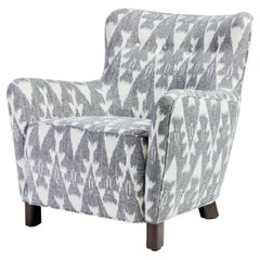 Modern Curved Tight Back and Seat Chair