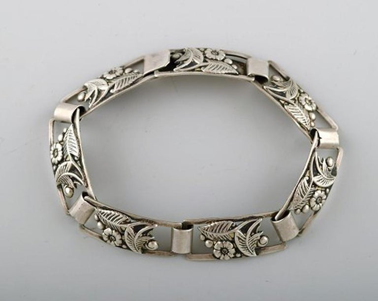 Modern Danish design. Bracelet in silver. Stamped 830S. In perfect condition. Measures: 17,2 cm.