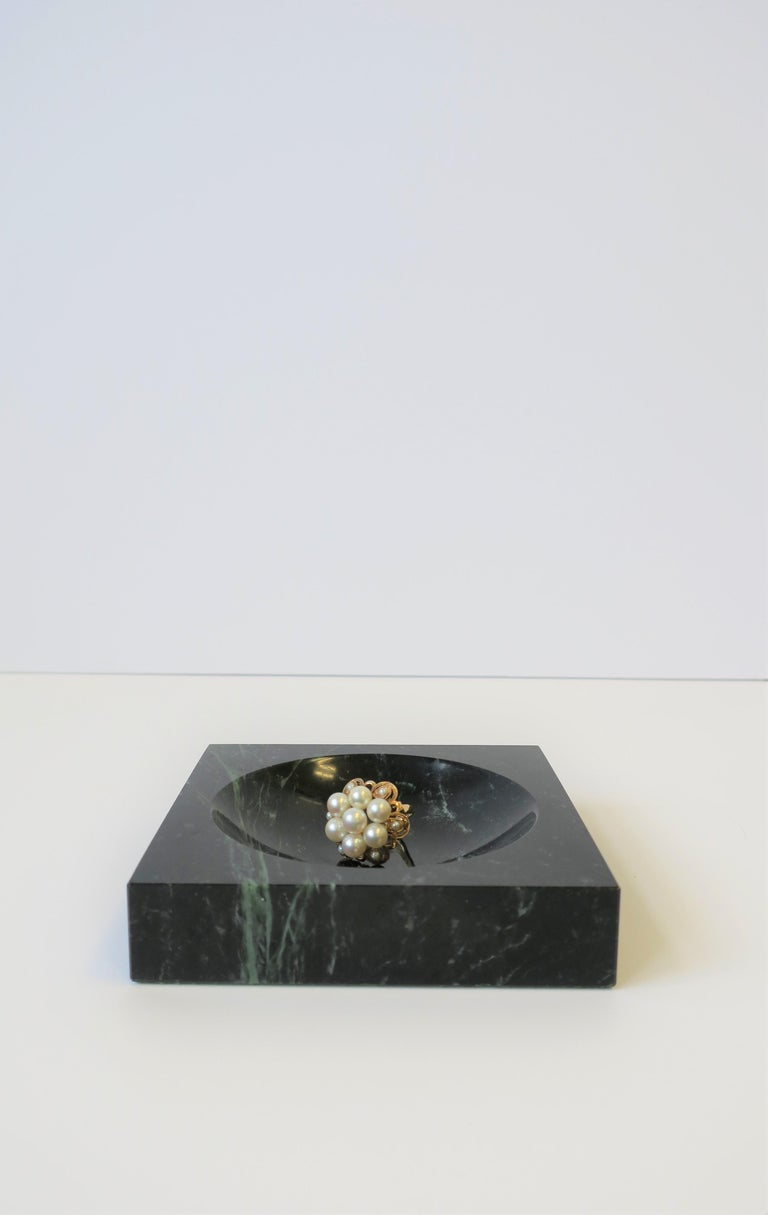 Modern Dark Green and White Marble Vessel or Vide-Poche, circa 1970s In Excellent Condition For Sale In New York, NY