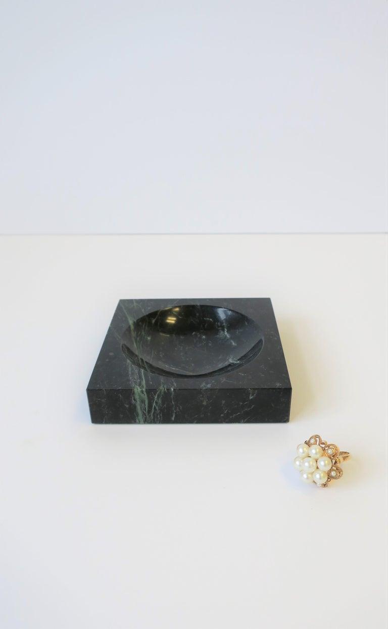 Modern Dark Green and White Marble Vessel or Vide-Poche, circa 1970s For Sale 1