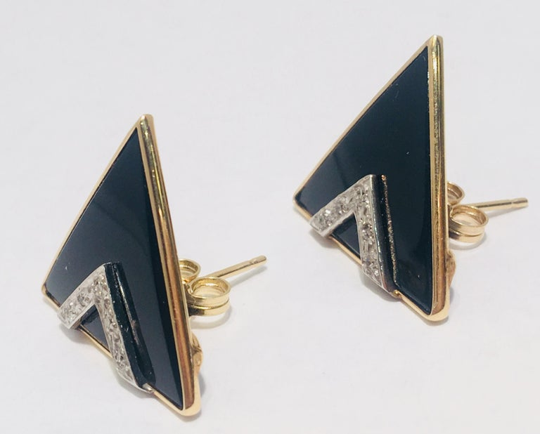 Modern Design Triangular Black Onyx, Yellow Gold and Diamond Pave Post Earrings In Excellent Condition For Sale In Tustin, CA