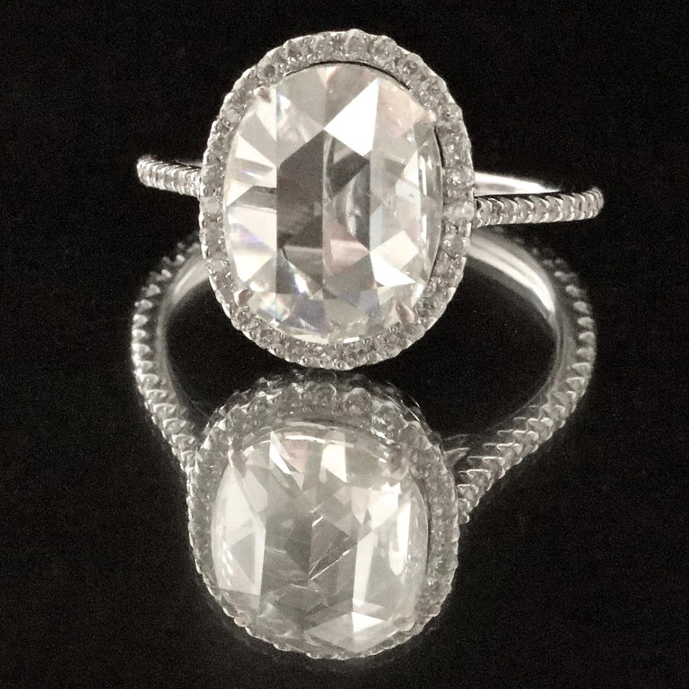 Modern Diamond 18 Karat White Gold Engagement Ring In Excellent Condition For Sale In Beverly Hills, CA