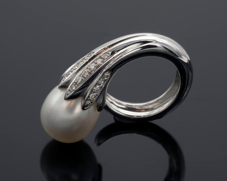 Contemporary Modern Diamond and Gold Pearl Ring For Sale