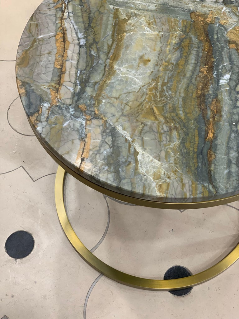 Art Deco Modern Diana Round Coffee Table in Brass Tinted and Strati Di Pietra Marble For Sale