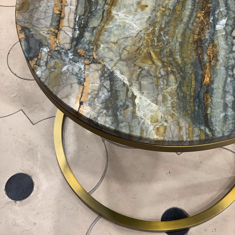 Plated Modern Diana Round Coffee Table in Brass Tinted and Strati Di Pietra Marble For Sale