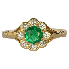 Modern Emerald and Diamond 18 Carat Gold Cluster Daisy Ring