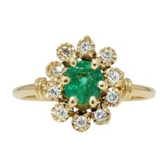 Modern Emerald Diamonds 18 Karat Yellow Gold Daisy Ring