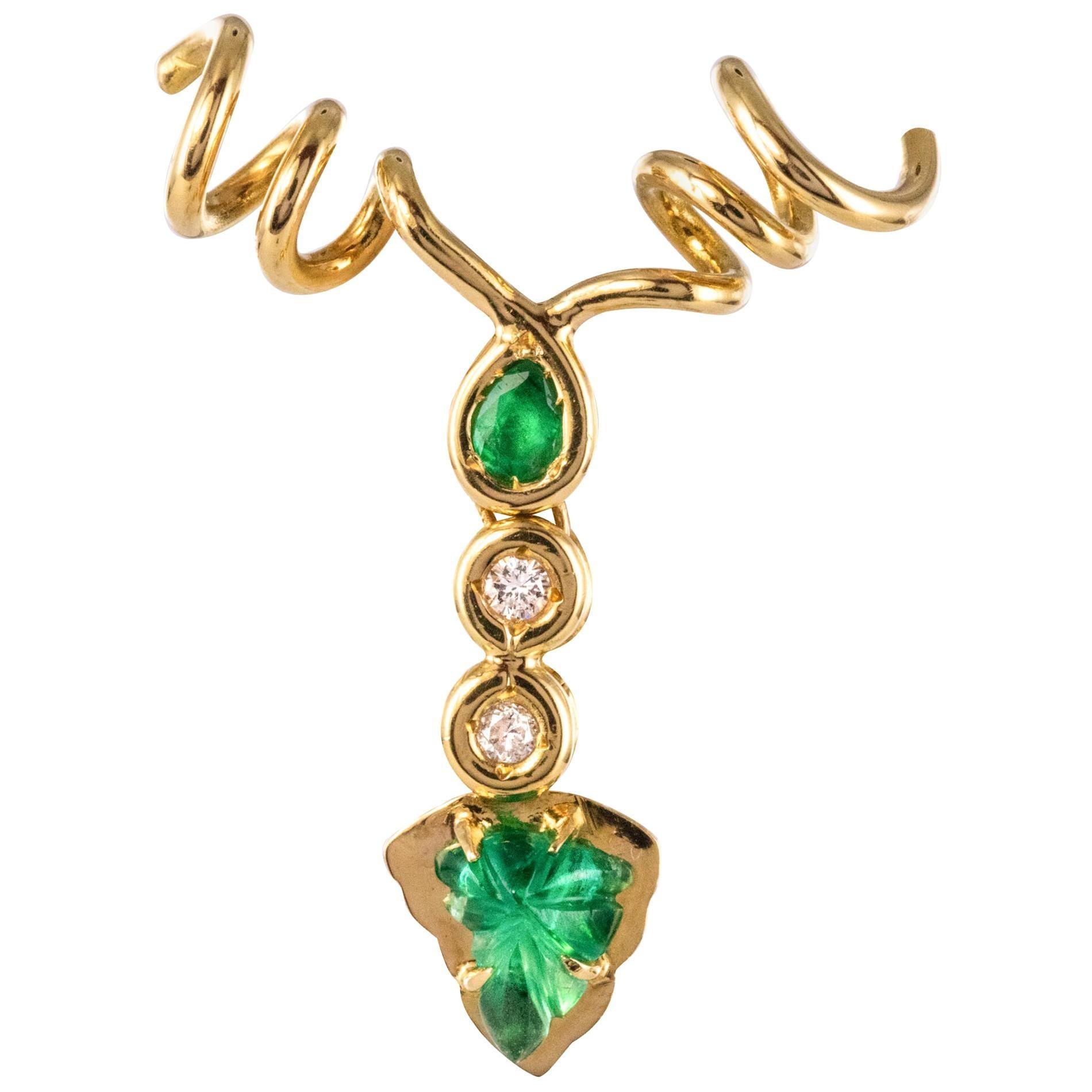 Modern Emerald Diamonds 18 Karat Yellow Gold Vine Leaves Pendant
