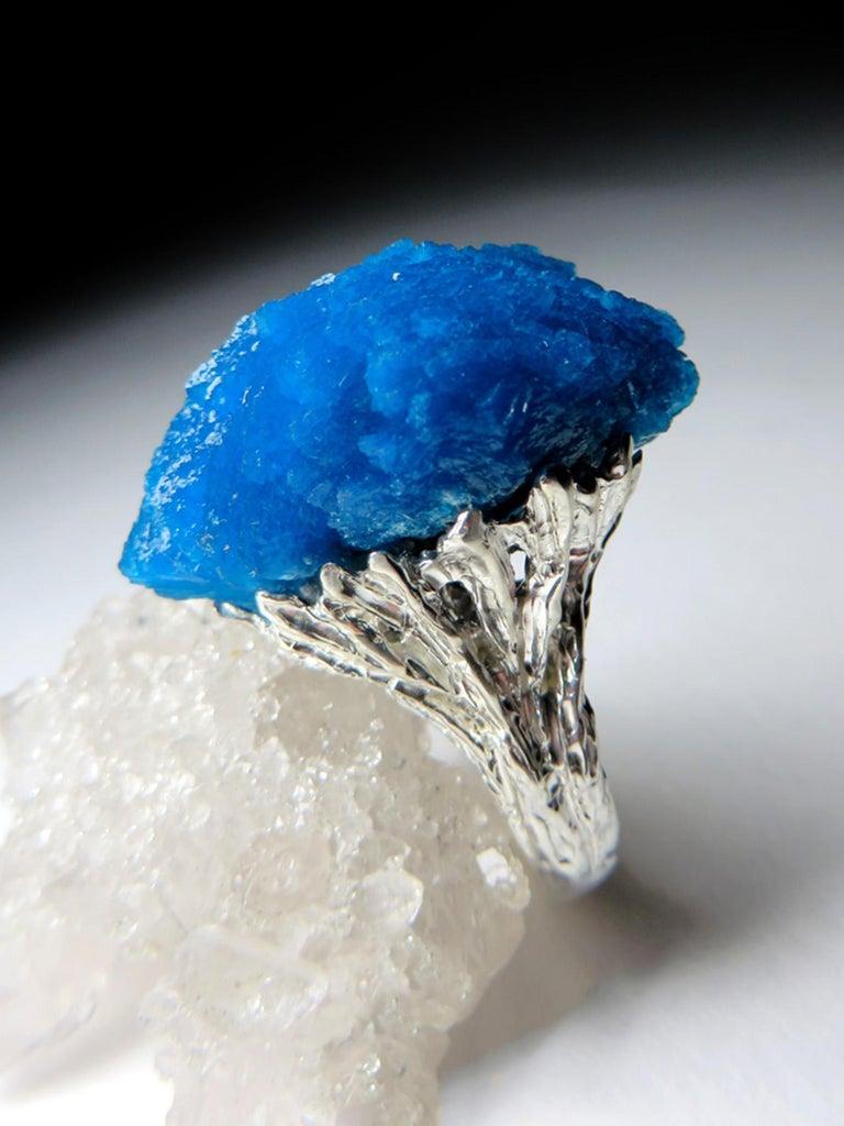Modern Engagement Ring Cavansite 14 Karat White Gold Statement Blue Crystal Mens In New Condition For Sale In Berlin, DE