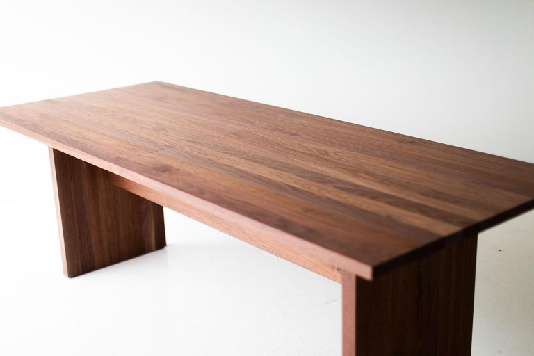 Modern Extendable Dining Table In New Condition For Sale In Oak Harbor, OH
